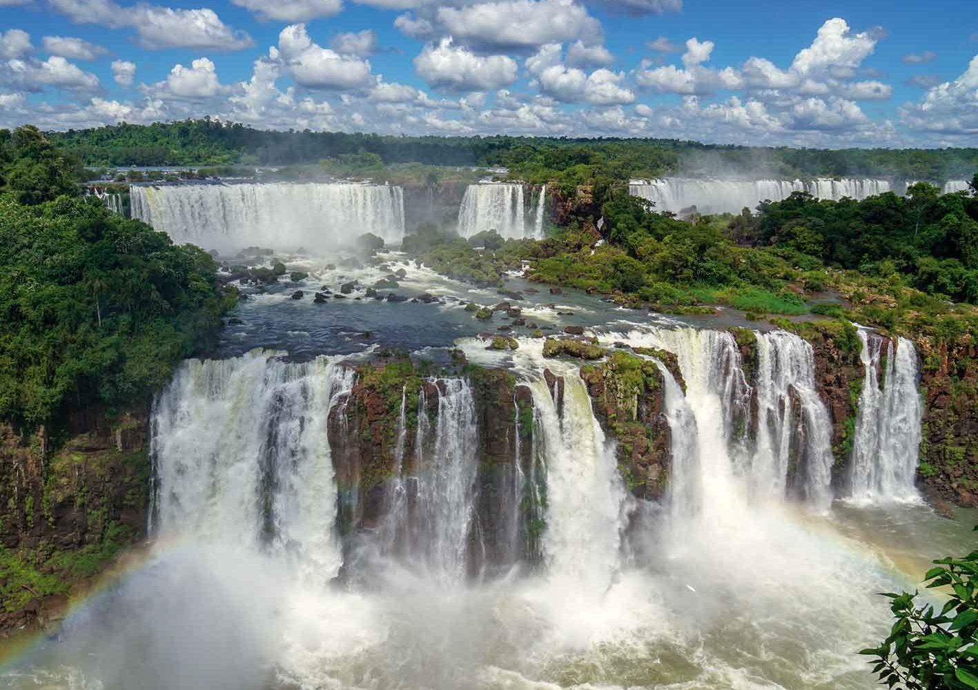 Iguazú-Wasserfälle im Grenzgebiet Argentinien-Brasilien