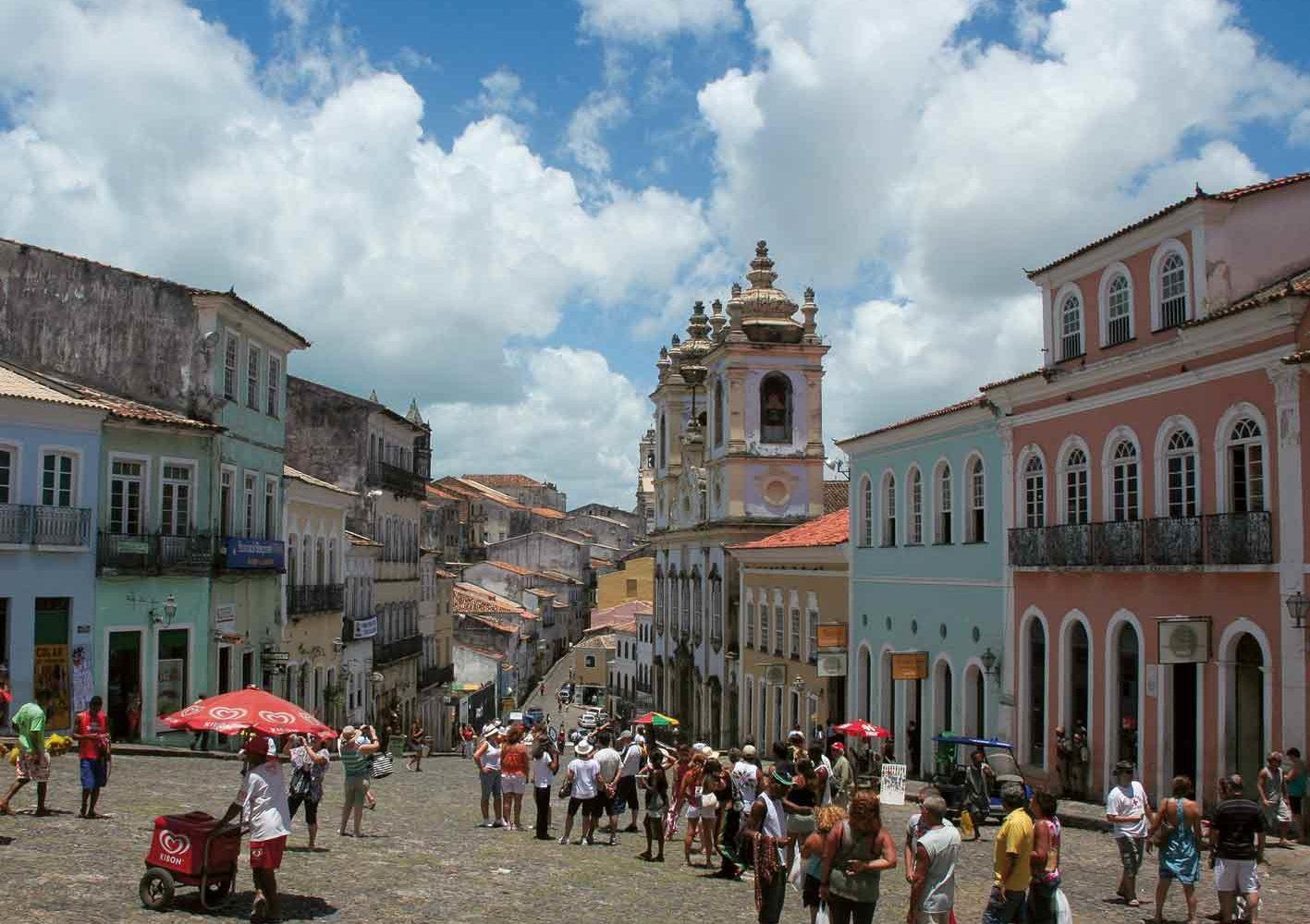 Flaniermeile in Salvador da Bahia, mit alten Kirchen und Galerien