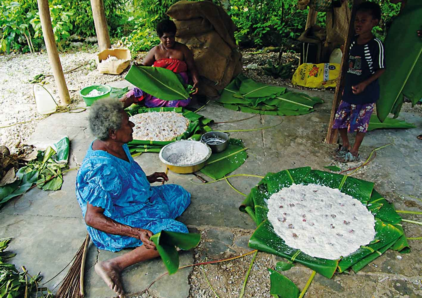 Traditionelle Essenszubereitung auf Vanautu