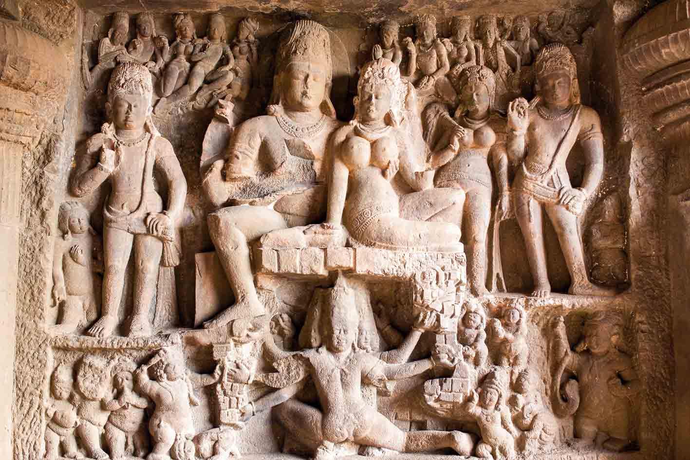 Filigrane Steinmetzarbeit in den Ellora-Höhlen, Indien