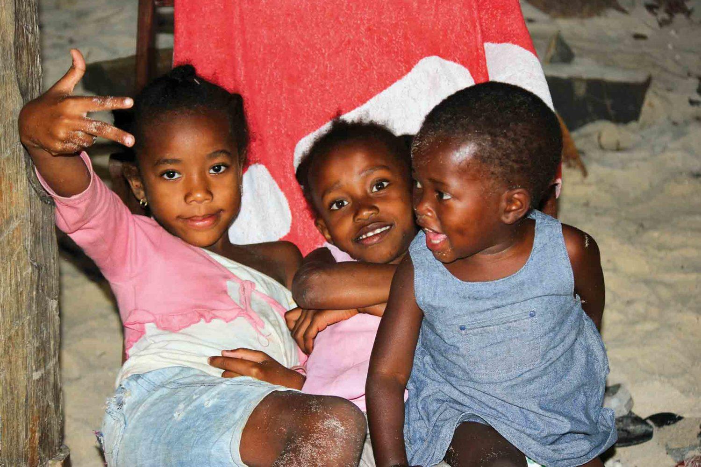 Fröhliche Kinder auf Madagaskar