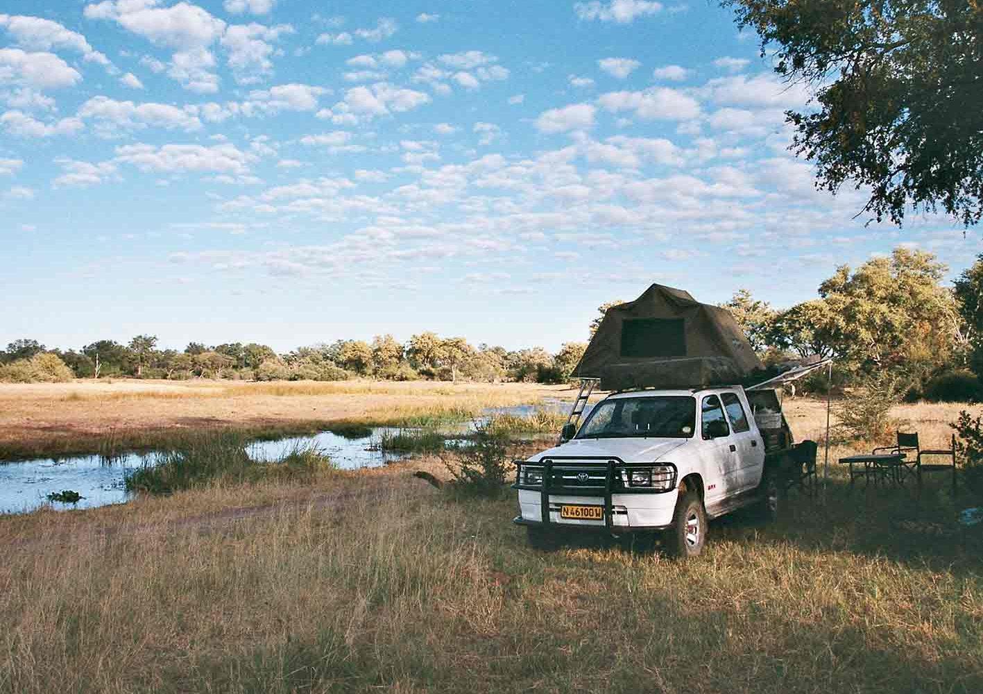 Übernachten im Zelt auf dem Dach des Autos, Botswana