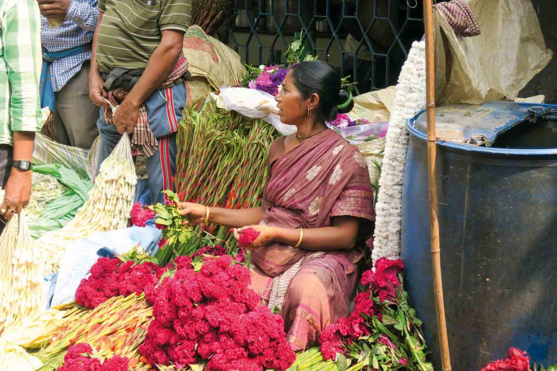 Auf dem Blumenmarkt in Kolkata, Indien