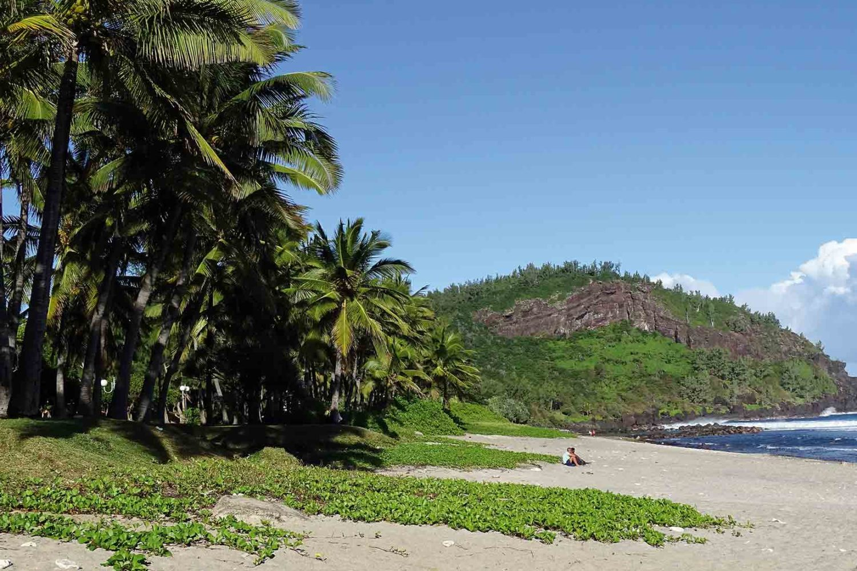 Malerischer Strand auf La Réunion