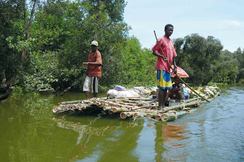 Floss auf dem Pangalan-Kanal, Madagaskar