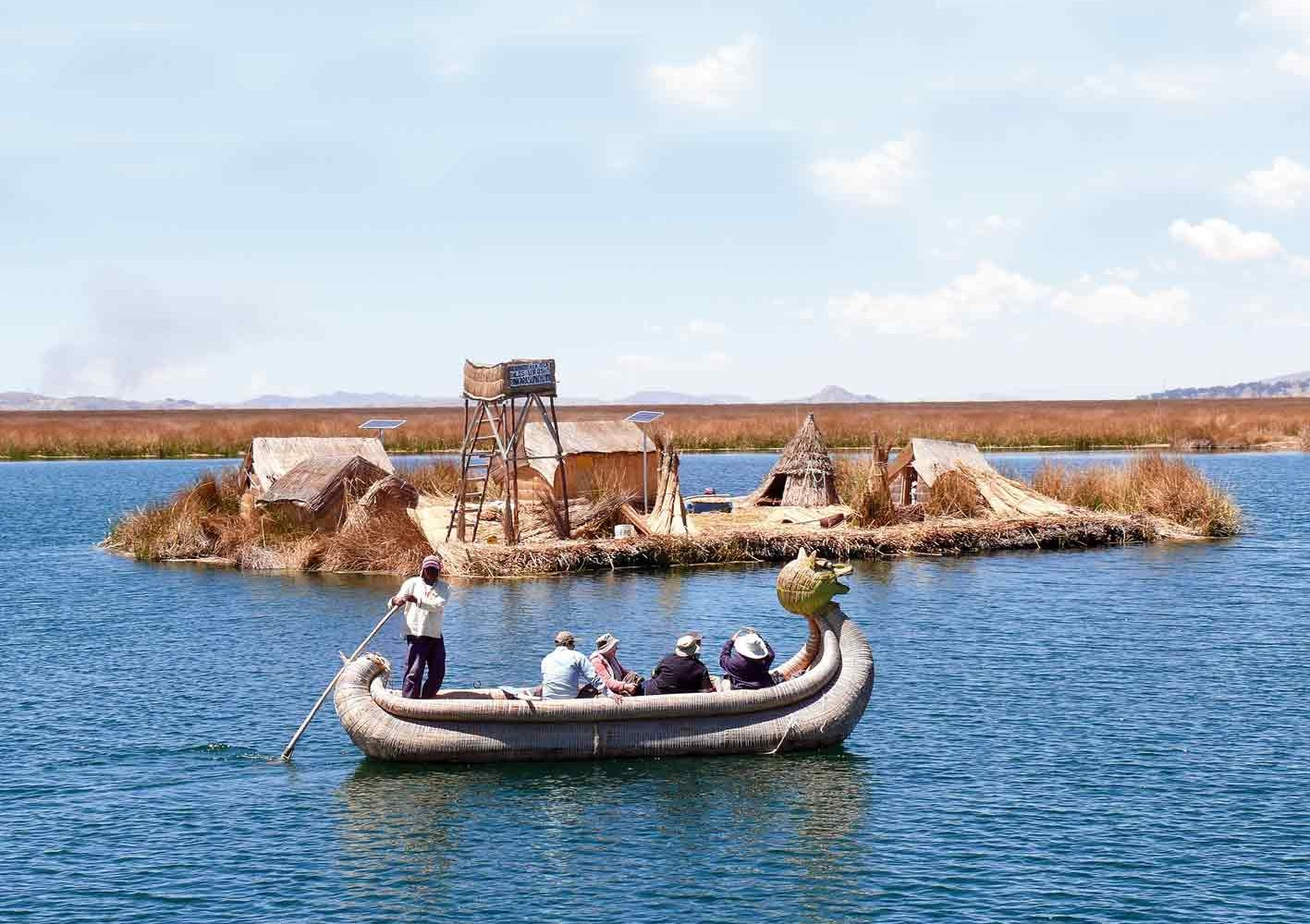 Schilf-Boot der Uros auf dem Titicaca-See, Peru