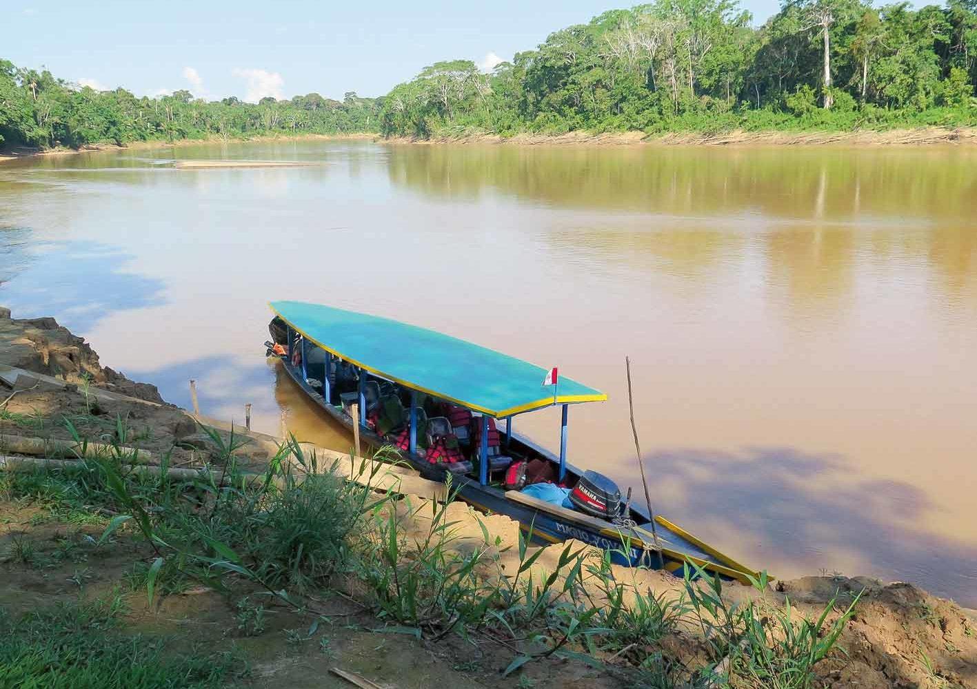 Auf Bootsfahrten erleben wir den Amazonas hautnah