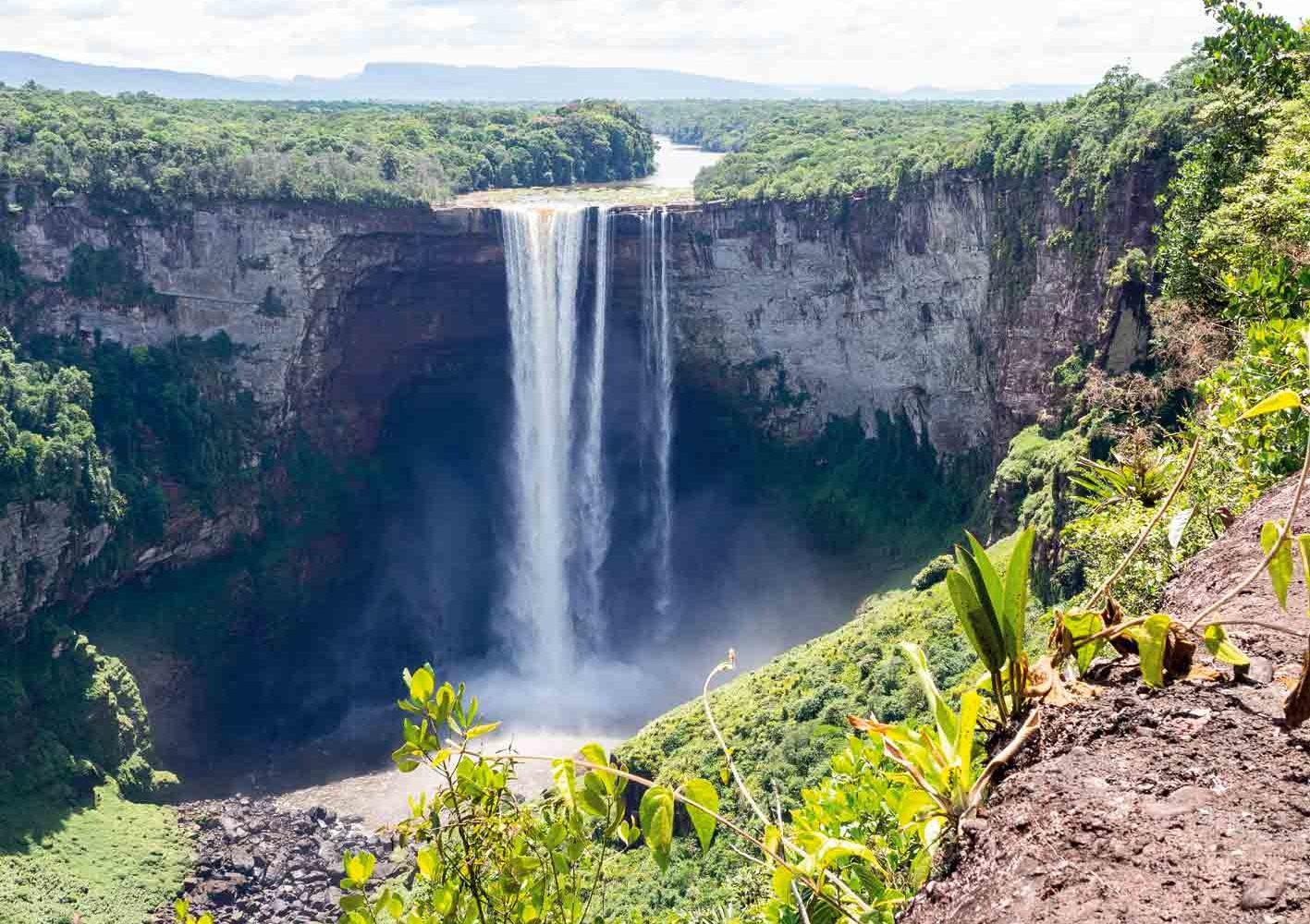 Mit dem Kleinflugzeug fliegen wir zu den Kaieteur-Wasserfällen, Guyana