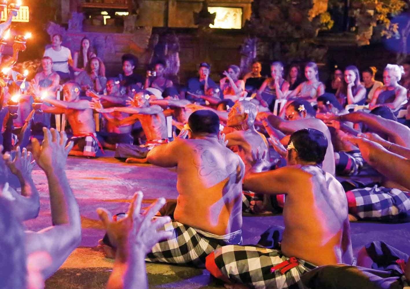 Indonesien: Begeisternder Feuertanz auf Bali