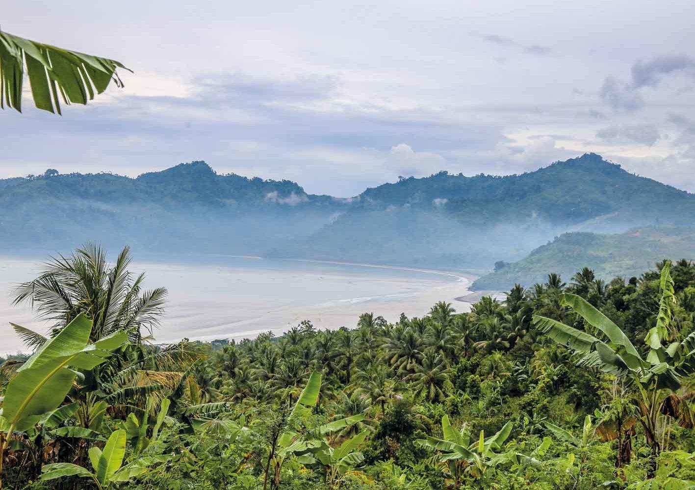 Wunderschöne Küstenlandschaft auf Java, Indonesien
