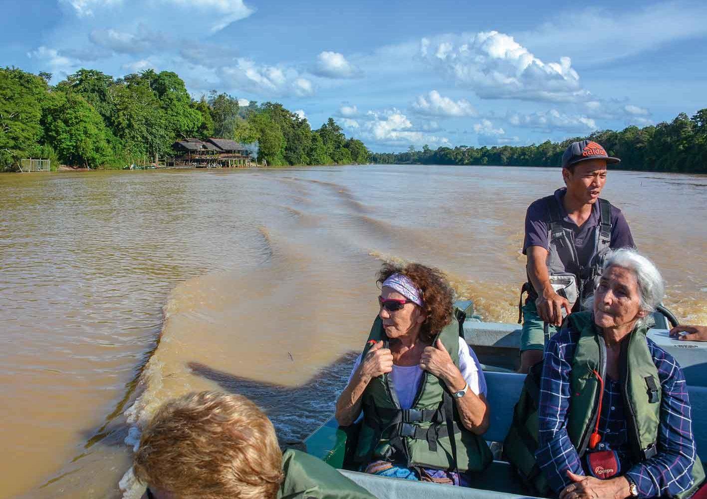 Flussfahrt durch den Dschungel Borneos, Malaysia