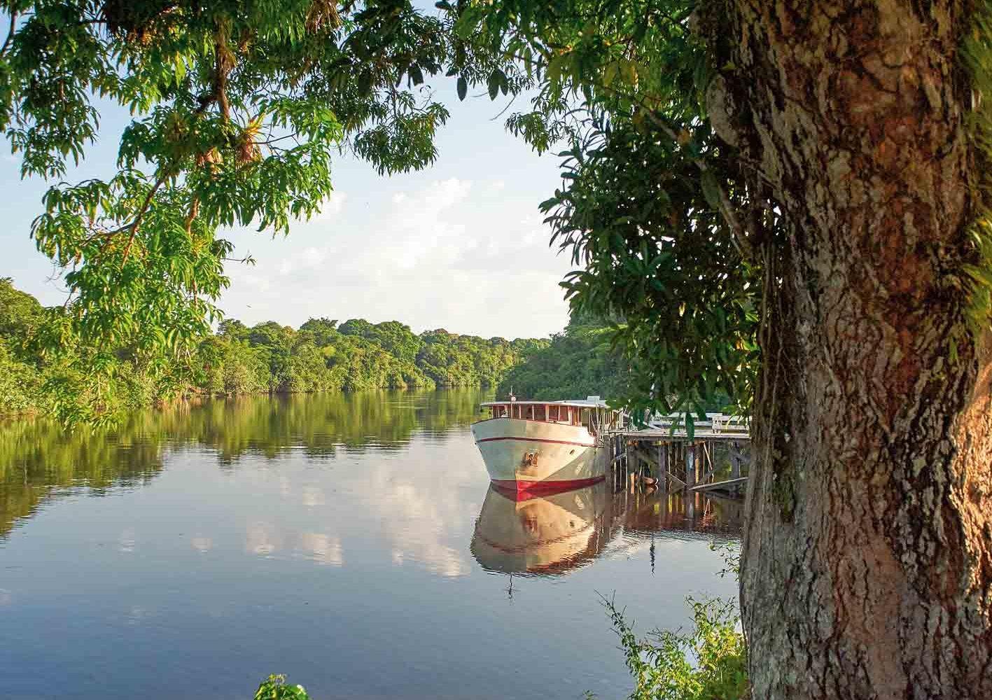 Komfortable Schifffahrt auf den Flüssen Surinames