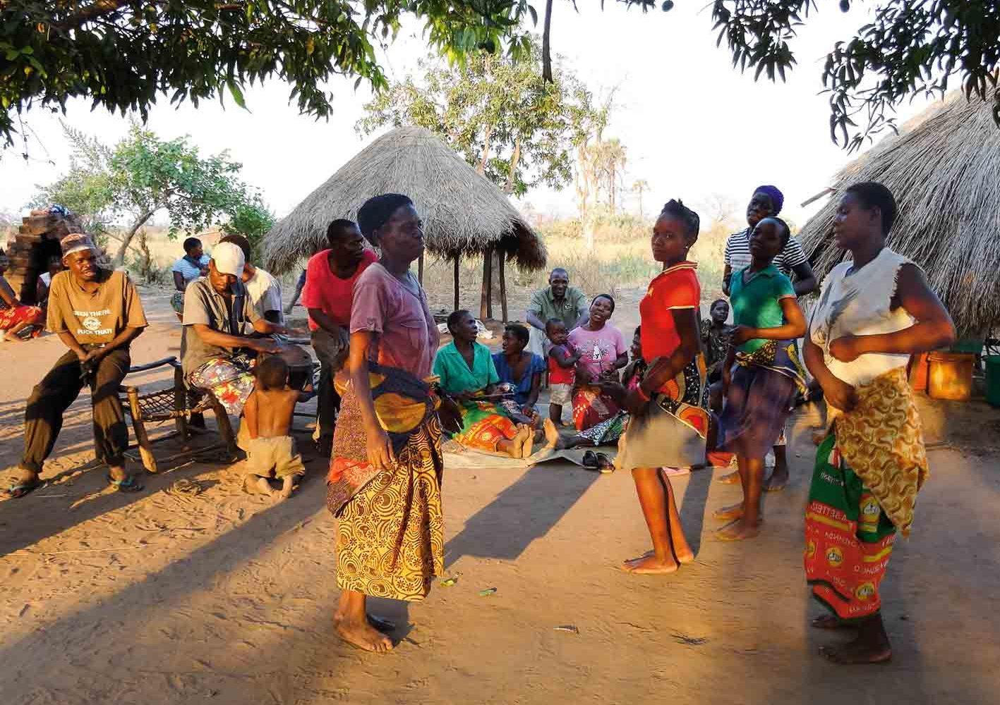 zu Besuch in einem Dorf