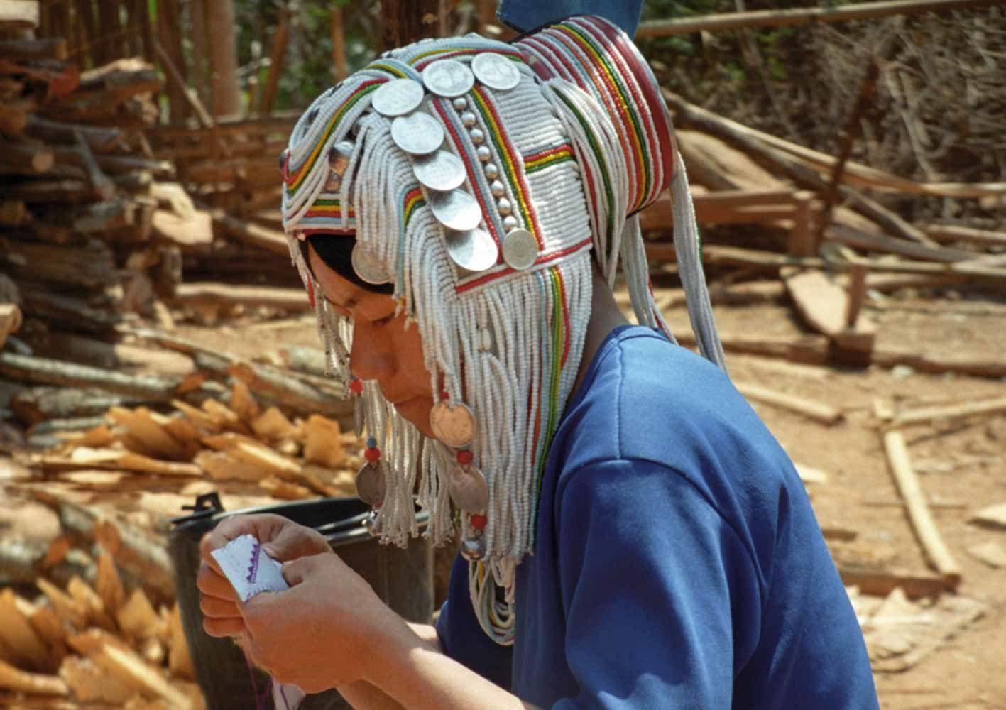Traditionell gekleidete Frau in Kyaing Tong, Myanmar