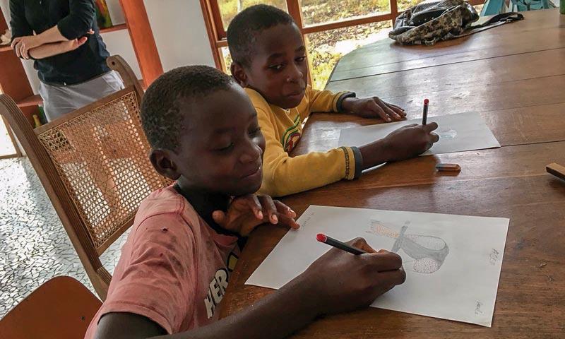 Kinder in der Schule, Mozambique