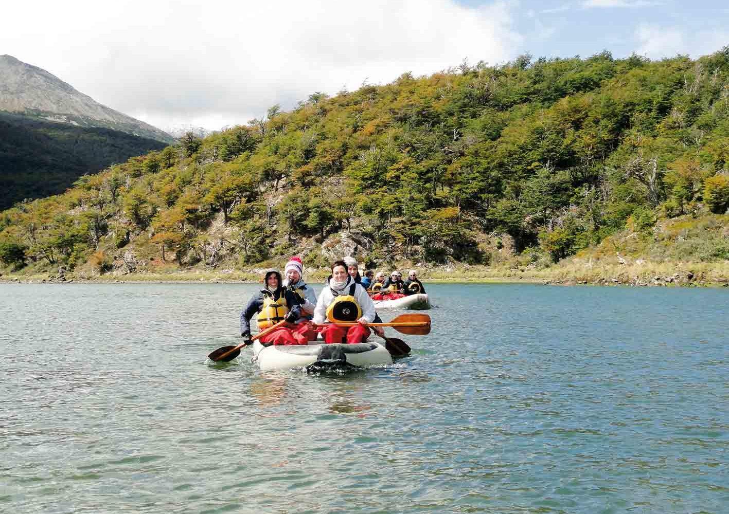 Mit dem Schlauchboot im Tierra del Fuego-Nationalpark unterwegs