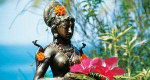 Lakshmi, Göttin des Glücks, im Agastya Ayurveda Garden, Kerala, Südindien
