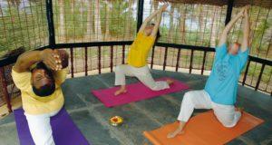 Yoga im Agastya Ayurveda Garden, Kerala, Südindien