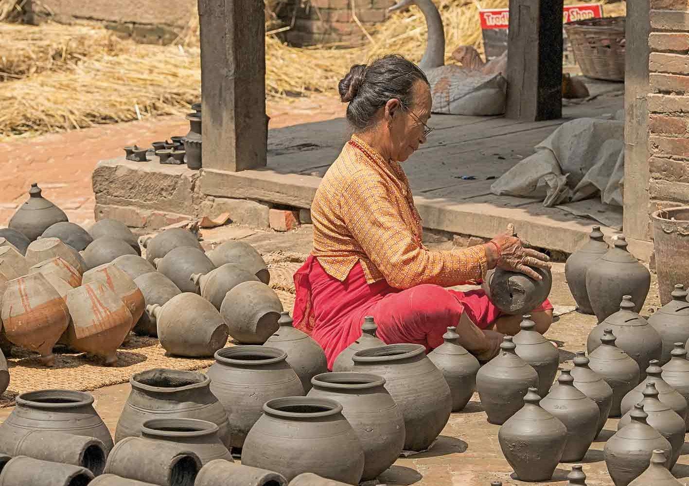 Töpferin in Kathmandu, Nepal