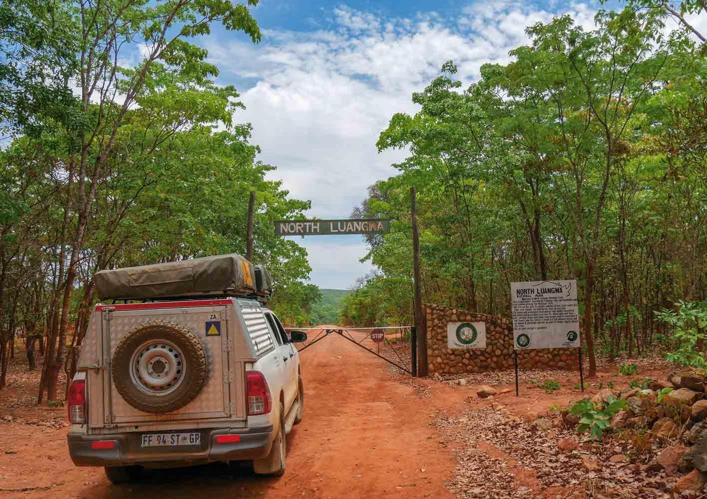Mit dem 4x4-Fahrzeug sind wir auch im North Luangwa-Nationalpark unterwegs, Zambia.