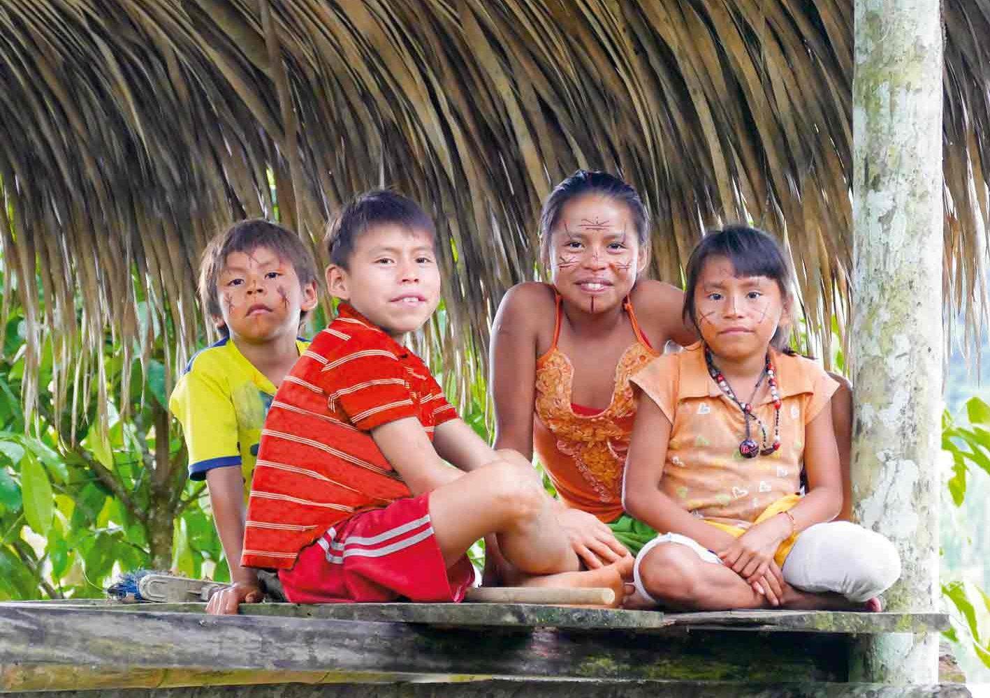 Im Urwald von Ecuador besuchen wir Indianer-Familien und auch einen Schamanen.