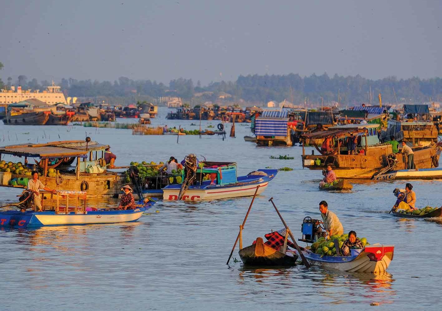 Selbst auf dem Mekong finden grosse Märkte statt.
