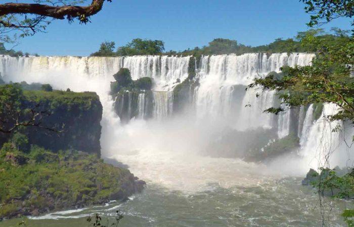 Iguazú-Wasserfälle, im Grenzgebiet Argentinien-Brasilien