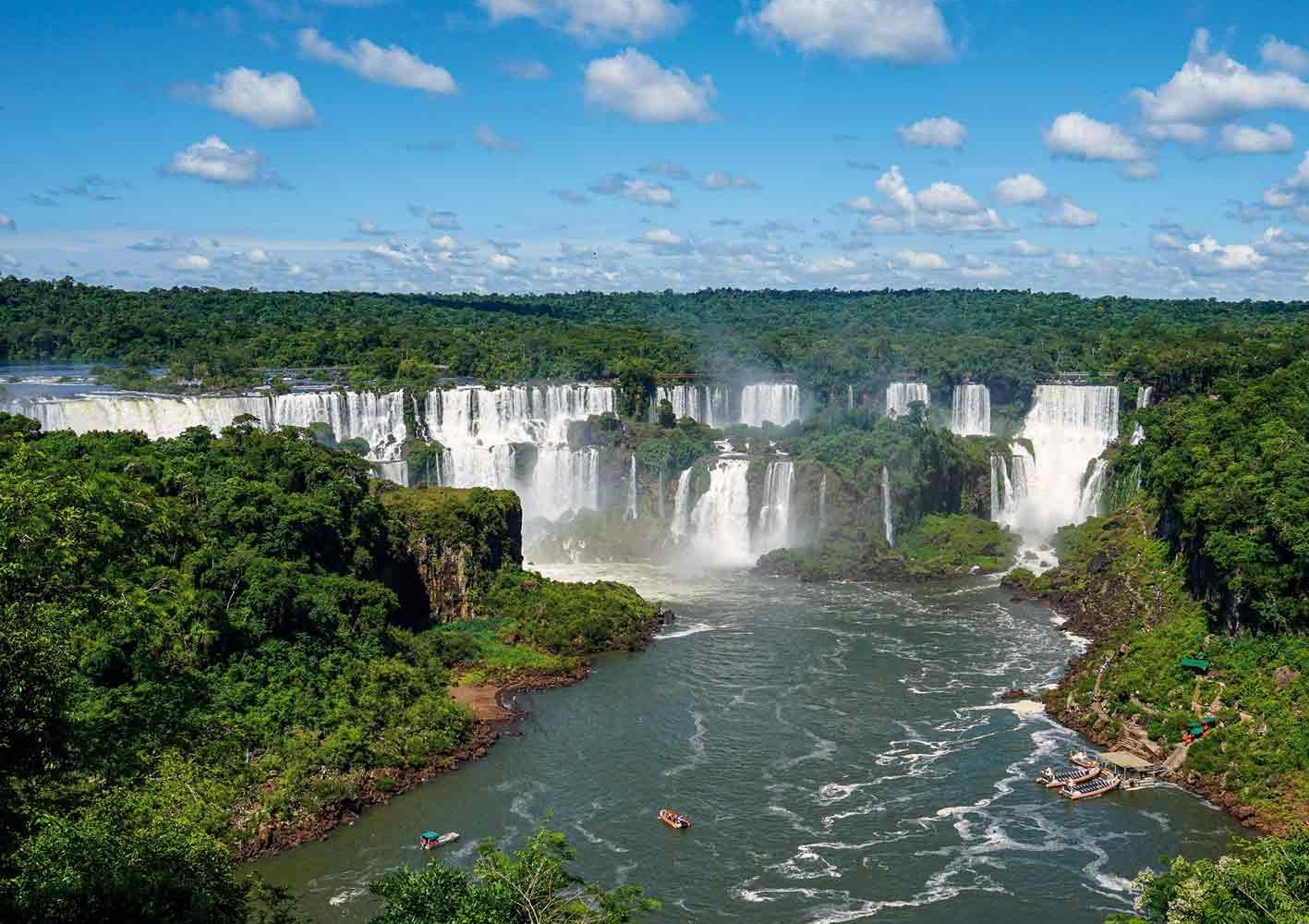 Die einzigartigen Iguazú-Wasserfälle im Grenzgebiet Argentinien-Brasilien